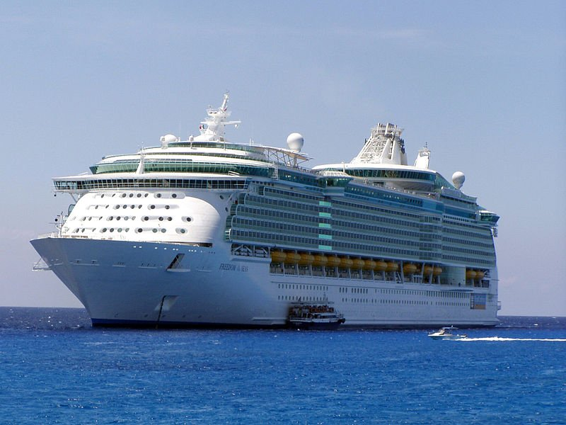 MS_Freedom_of_the_Seas_in_its_maiden_voyage