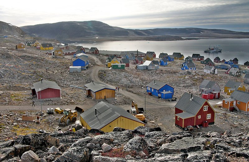 Residents in Ittoqqortoormiit, Greenland, take great pride in their colorful homes. (Wikimedia)