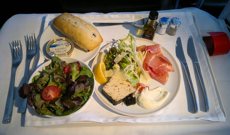 Starters anyone? A gourmet appetizer and seasonal salad served in Affaires Class on Air France (Wikimedia)