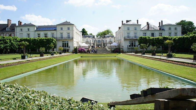 The château at Moet & Chandon, one of the world's most famous producers of French Champagne (Wikimedia)