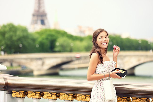 Sightseeing isn't only for your eyes.  Find fabulous pastries near famous Paris landmarks.